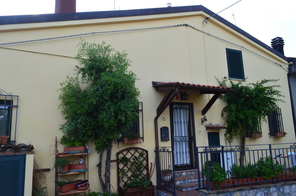 Casa su 3 livelli Montescudo – Centro
